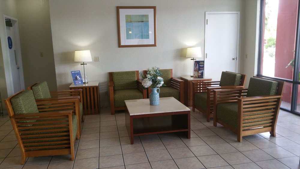 Lobby Sitting Area, Days Inn by Wyndham Cocoa Cruiseport West At I-95/524