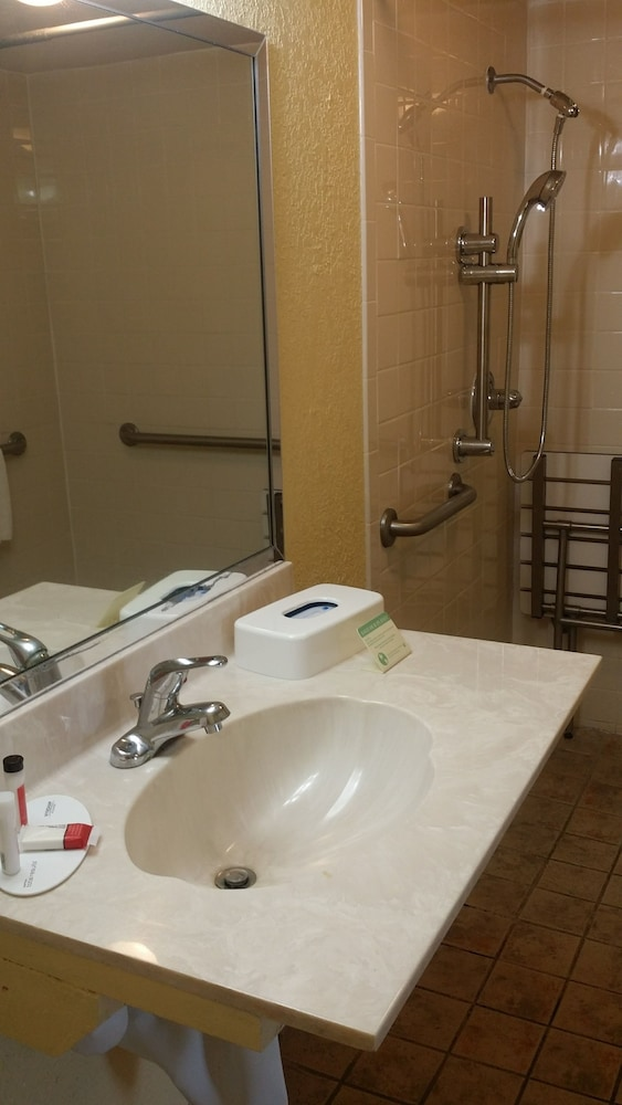 Bathroom, Days Inn by Wyndham Cocoa Cruiseport West At I-95/524