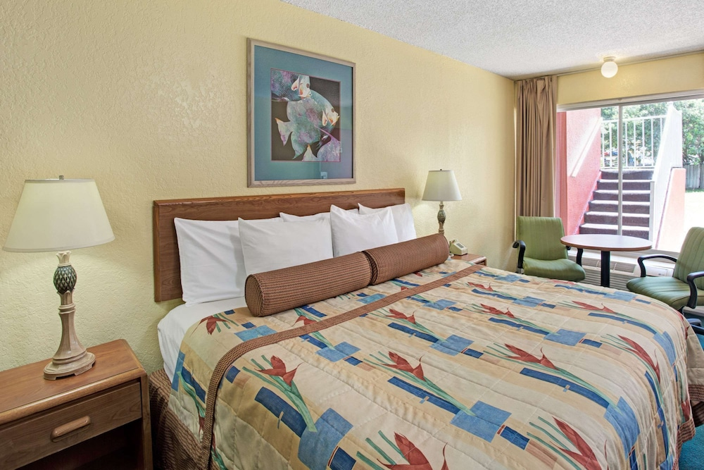 Room, Days Inn by Wyndham Cocoa Cruiseport West At I-95/524
