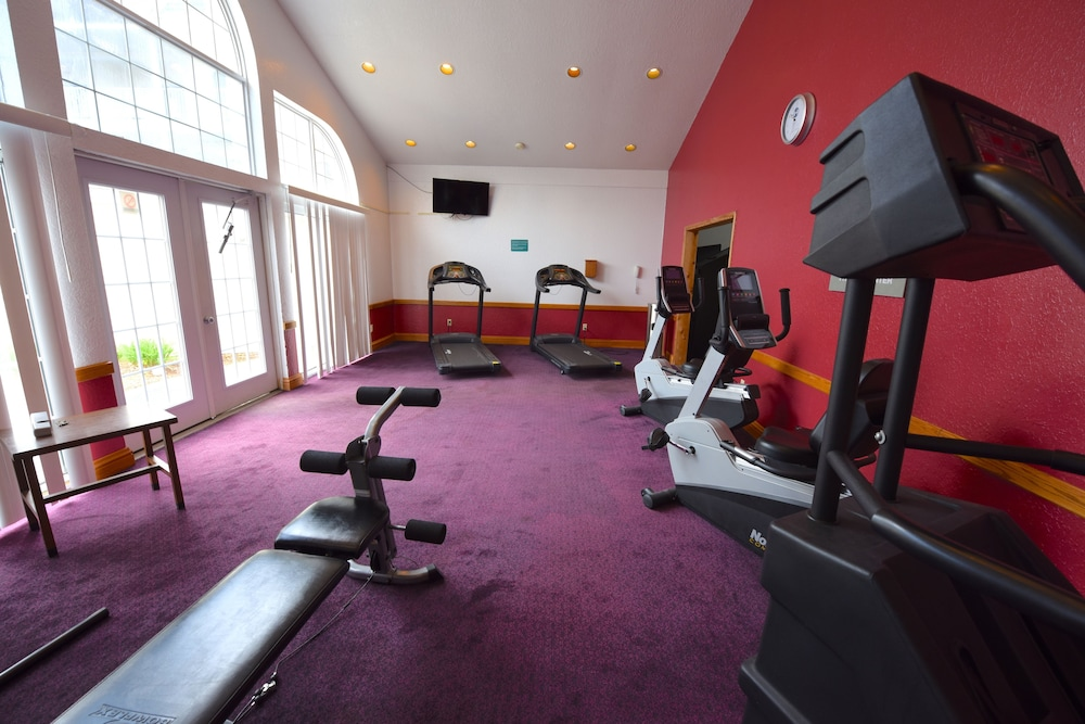 Fitness Studio, Days Inn by Wyndham Mackinaw City - Lakeview