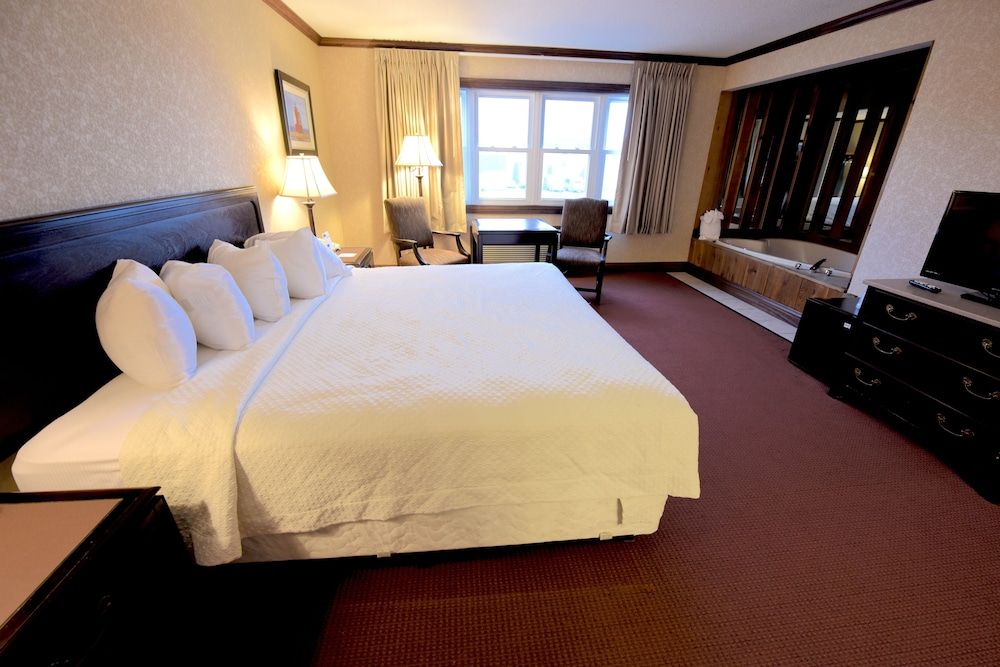 Room, Days Inn by Wyndham Mackinaw City - Lakeview