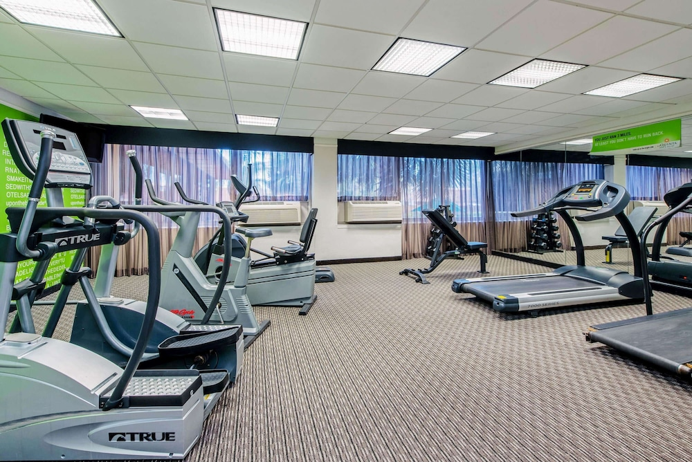 Fitness Facility, La Quinta Inn & Suites by Wyndham New Orleans Airport