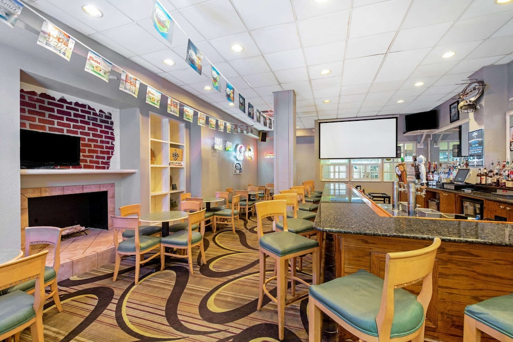 Bar, La Quinta Inn & Suites by Wyndham New Orleans Airport