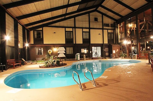 Fireside inn suites west lebanon 2019 room prices 99 deals reviews expedia for Indoor swimming pool in lebanon