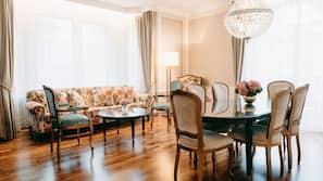Minibar, pengeskab på værelset, skrivebord, strygejern/strygebræt