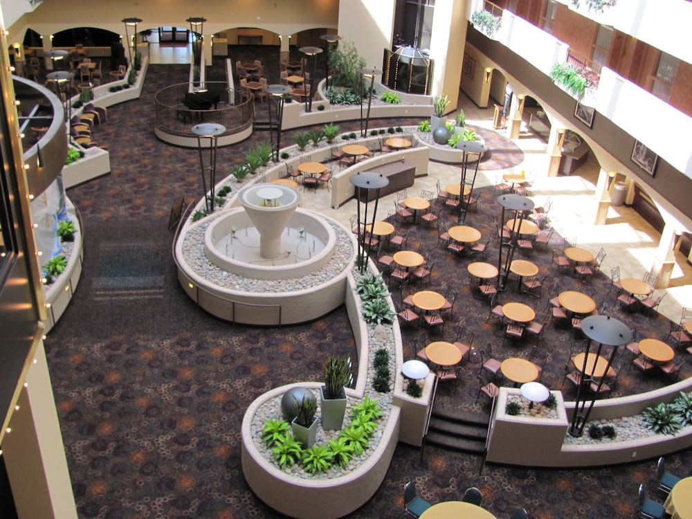 Lobby Sitting Area, Embassy Suites Hotel Kansas City - International Airport