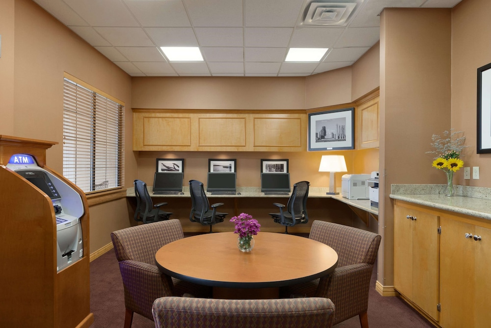 Business Center, Embassy Suites Hotel Kansas City - International Airport