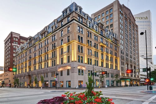 The Cincinnatian Hotel Curio Collection by Hilton