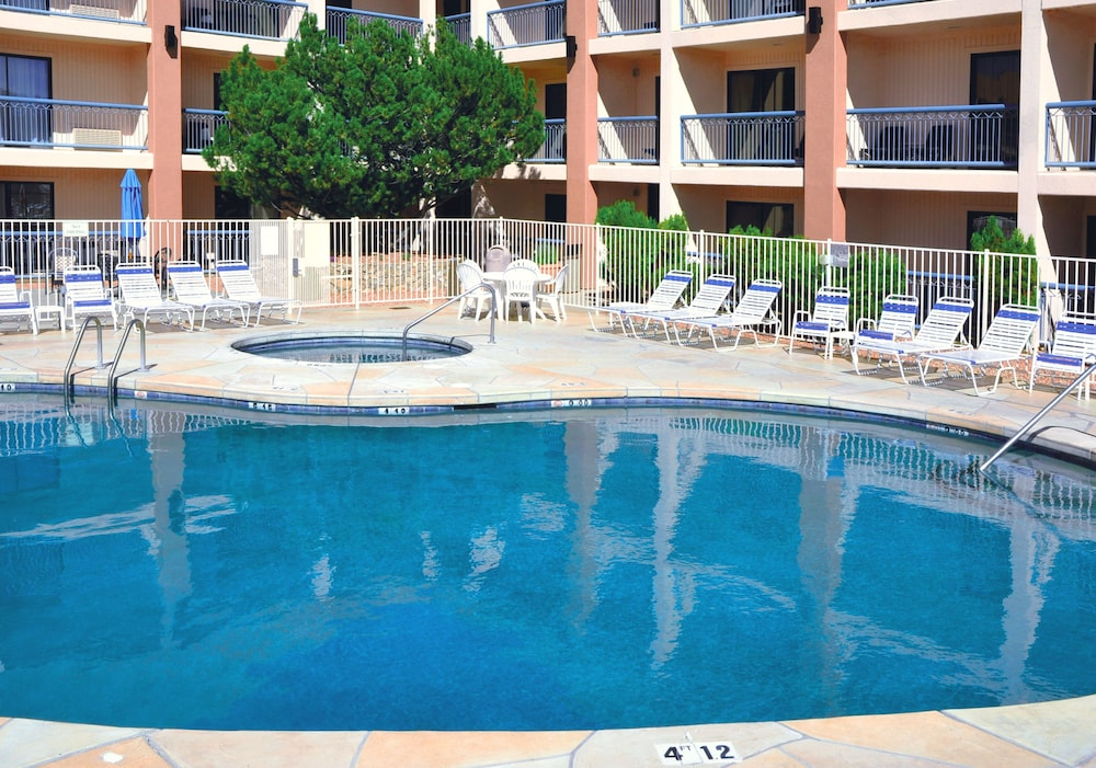 Outdoor Pool, Grand Canyon Plaza Hotel