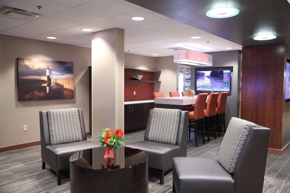 Lobby, Holiday Inn & Suites Duluth Downtown