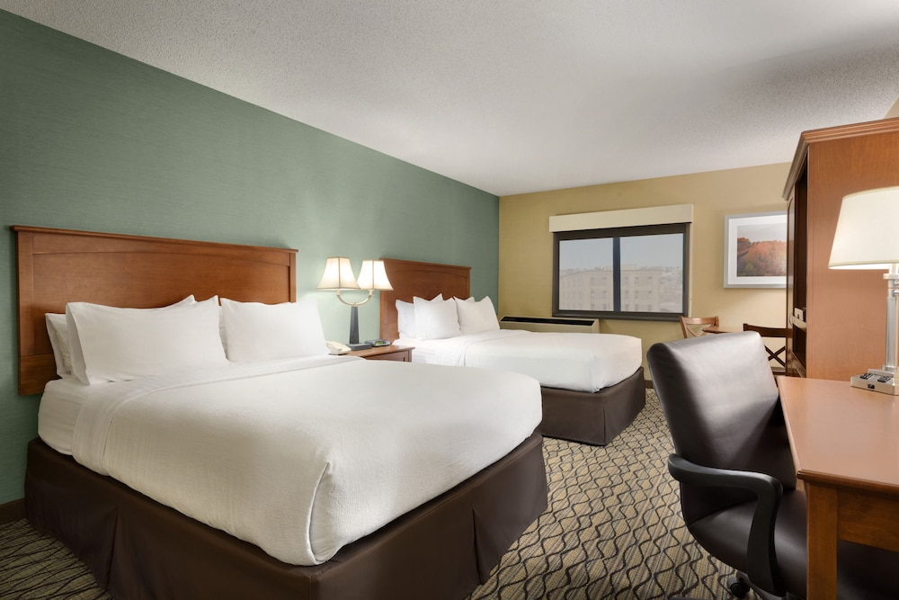 Room, Holiday Inn & Suites Duluth Downtown