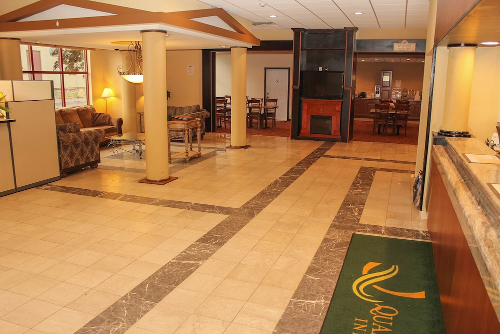 Lobby, Quality Inn Airport