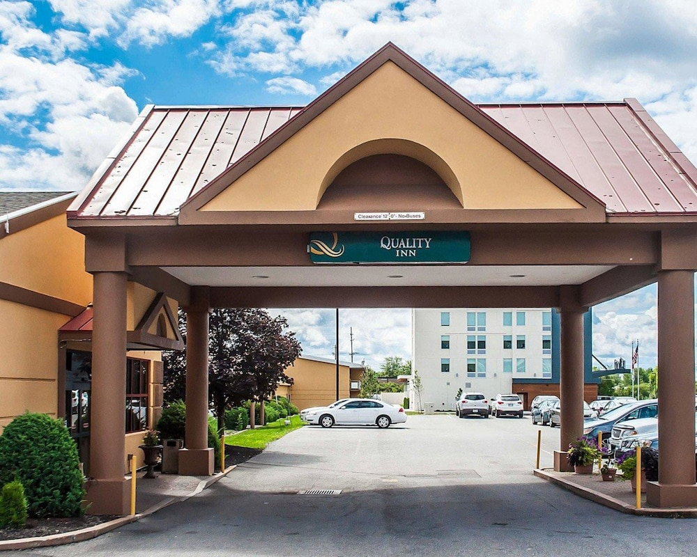 Exterior, Quality Inn Airport