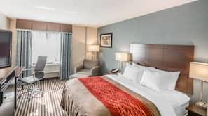 高級寢具、特厚豪華床墊、書桌、窗簾