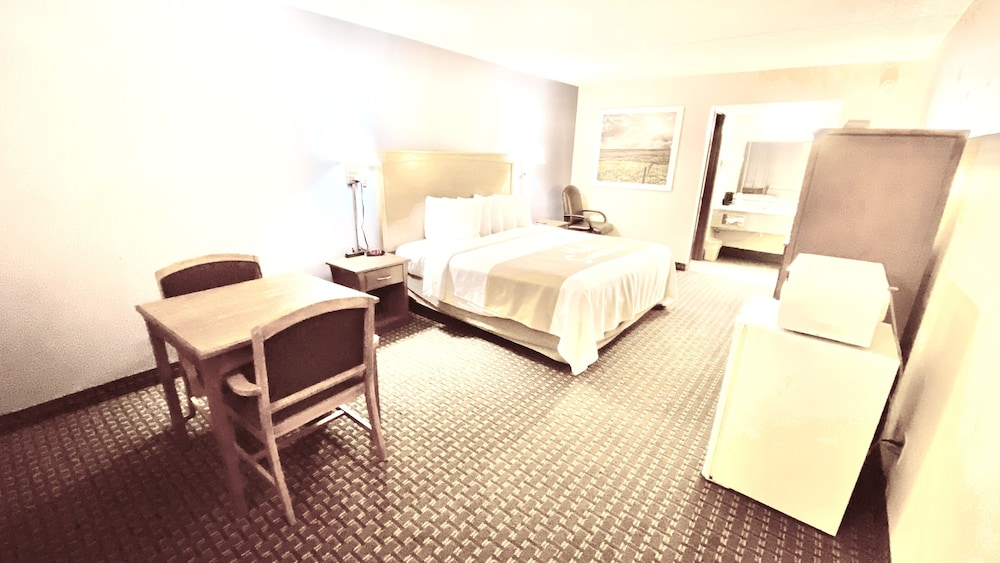 Room, Days Inn by Wyndham Salina South