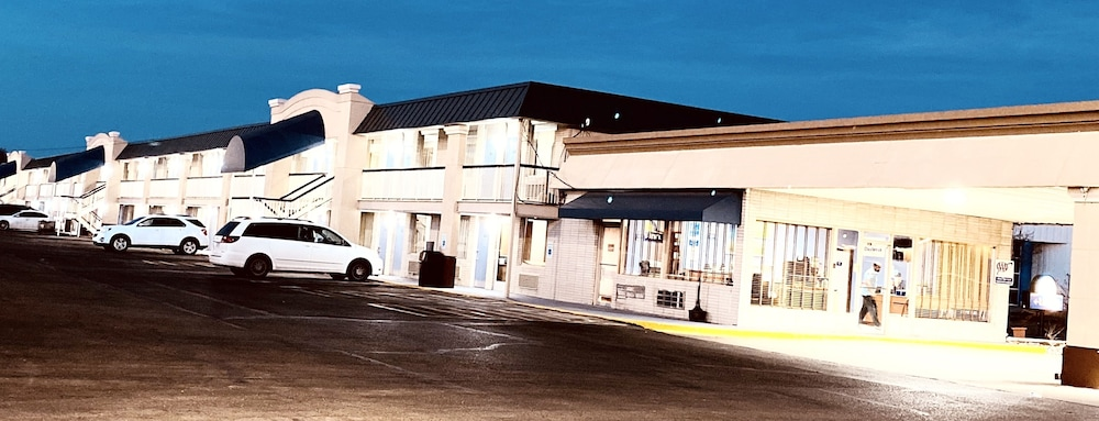 Exterior, Days Inn by Wyndham Salina South