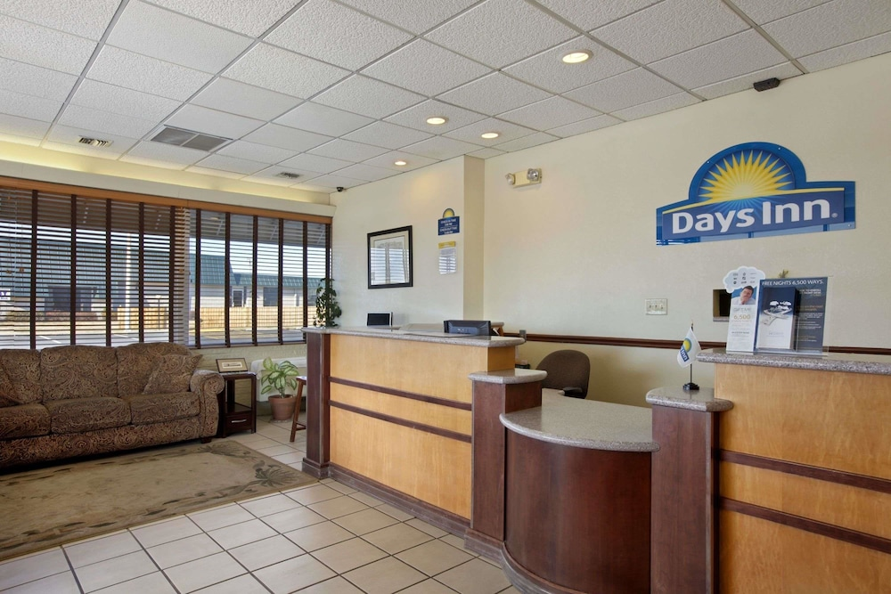 Lobby, Days Inn by Wyndham Salina South
