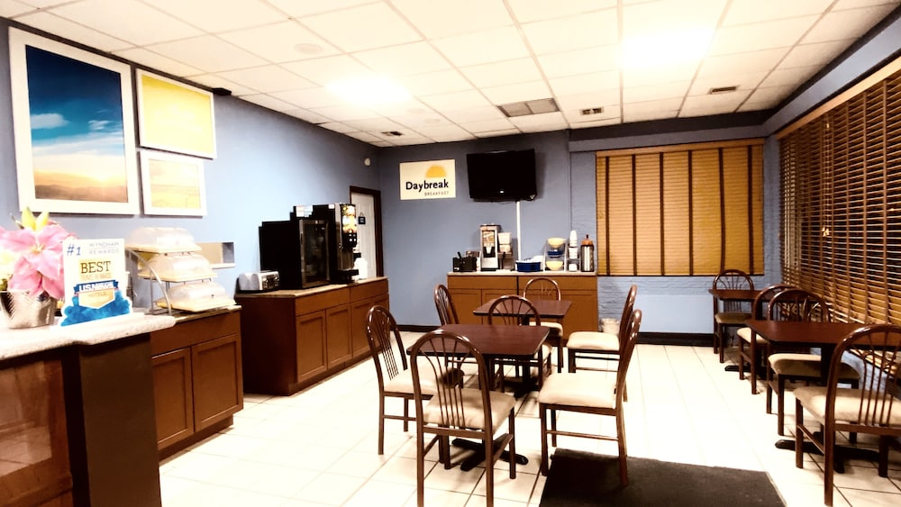 Dining, Days Inn by Wyndham Salina South