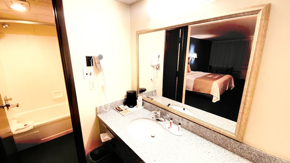Bathroom, Days Inn by Wyndham Salina South