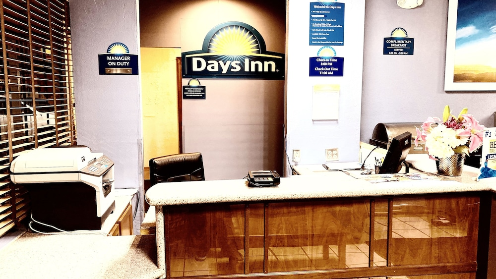 Reception, Days Inn by Wyndham Salina South