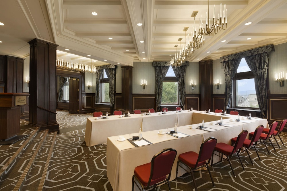 Number Of Meeting Rooms At Chateau Montebello