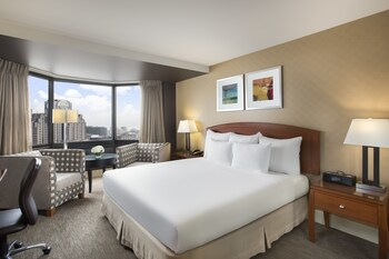 Room, 1 King Bed, Non Smoking, View (Skyline View) - Guestroom