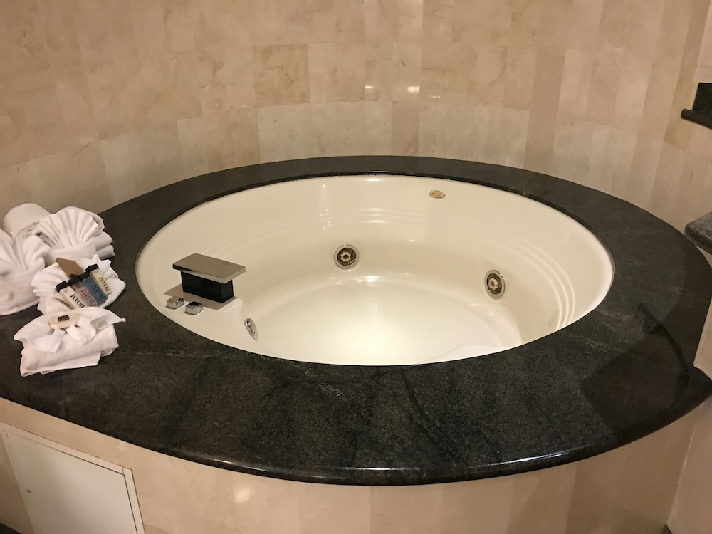 Jetted Tub, Hollywood Hotel - The Hotel of Hollywood