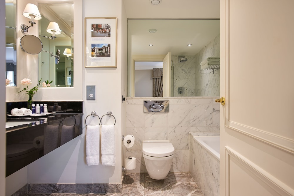Bathroom, The Shelbourne, Autograph Collection