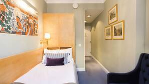 Premium bedding, down duvet, individually decorated, desk