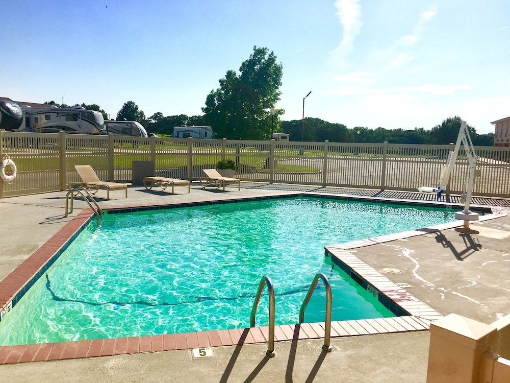 Outdoor Pool, Territorial Inn-Guthrie