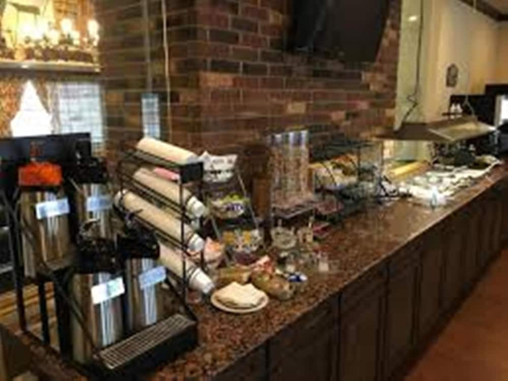 Breakfast buffet, Territorial Inn-Guthrie