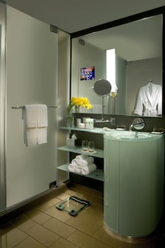 Staywell Grand Queen Room - Bathroom