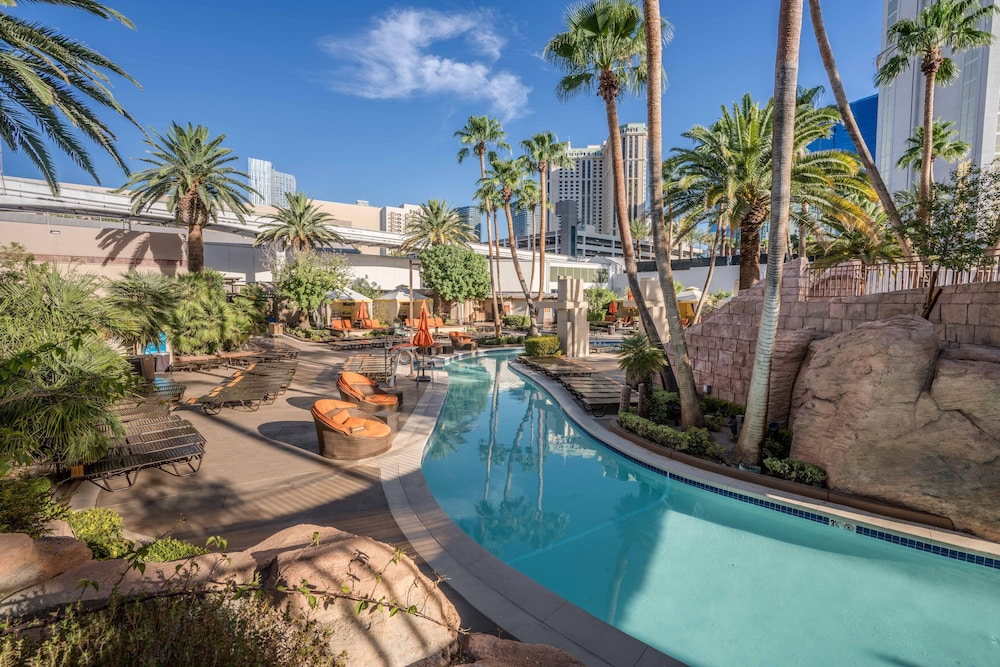 Outdoor Pool, MGM Grand Hotel & Casino