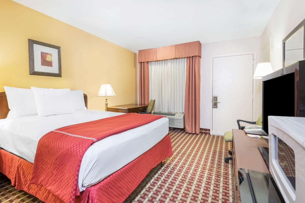 Room, Days Inn by Wyndham Ottawa