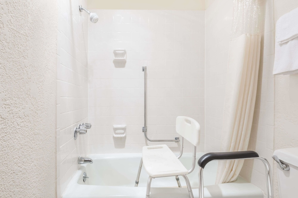 Bathroom, Days Inn by Wyndham Ottawa