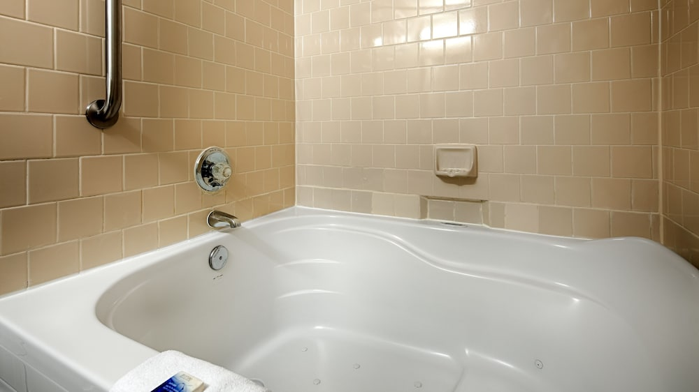 Jetted Tub, Best Western Plus Governor's Inn