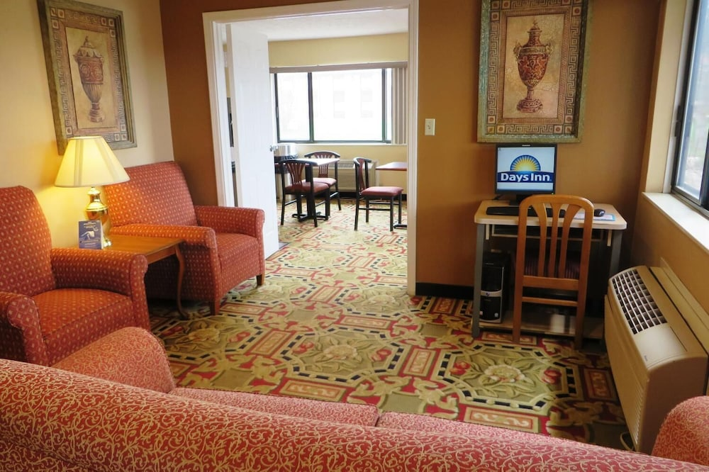 Living Room, Days Inn by Wyndham Plainfield