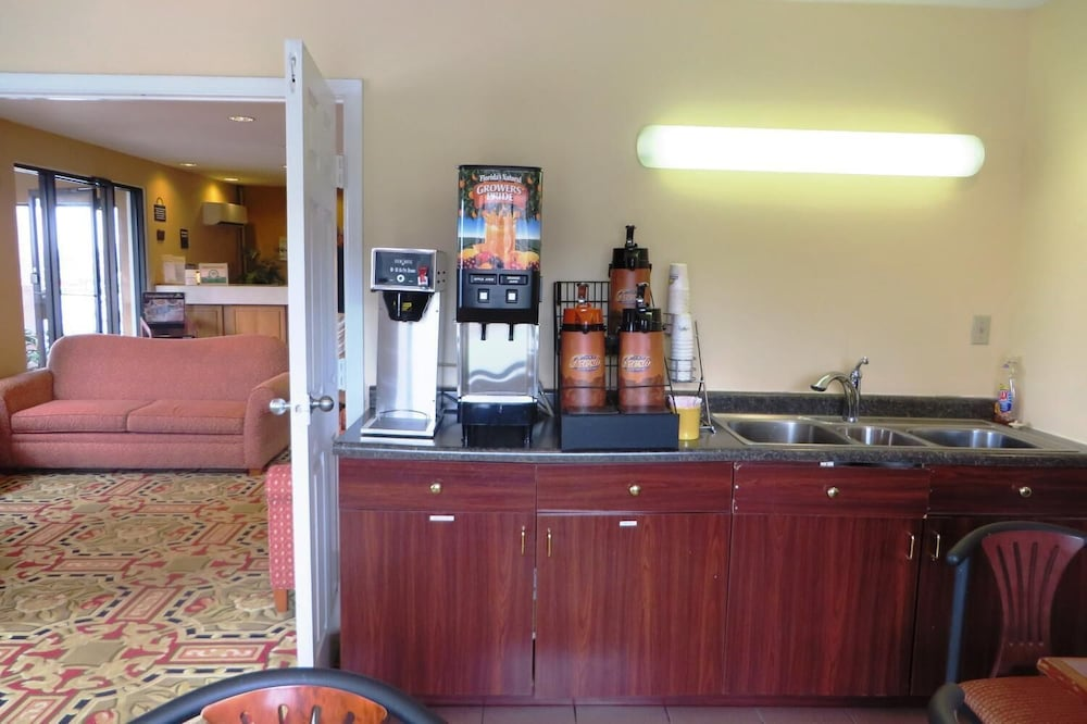 Lobby, Days Inn by Wyndham Plainfield