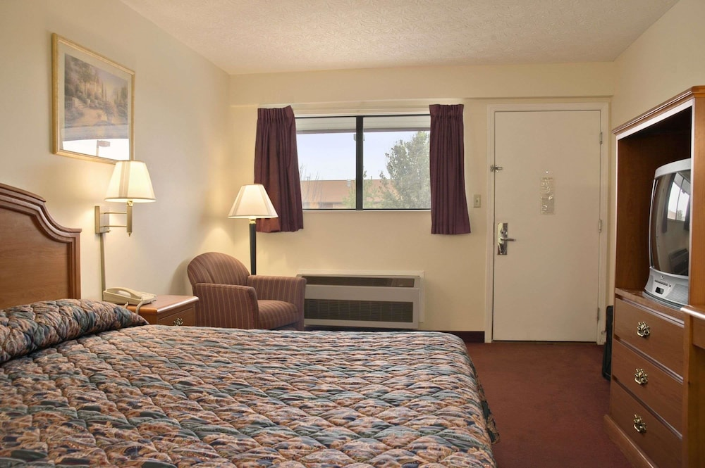 Room, Days Inn by Wyndham Plainfield