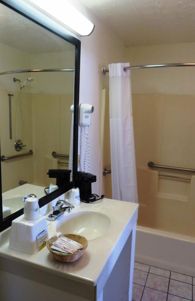 Bathroom, Days Inn by Wyndham Plainfield