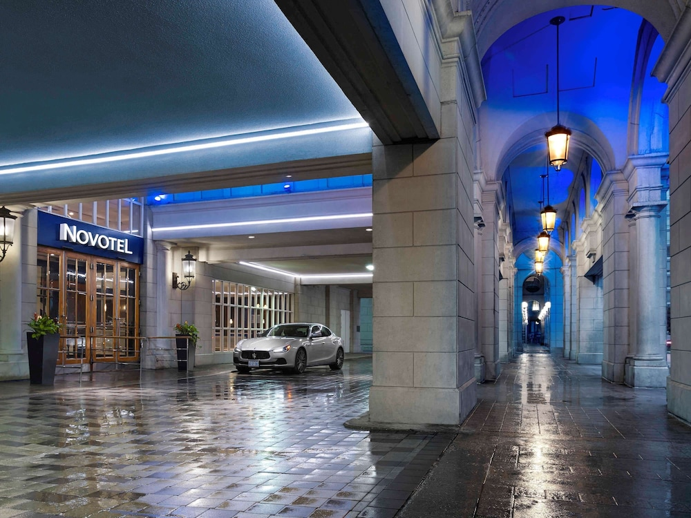 Featured Image, Novotel Toronto Centre