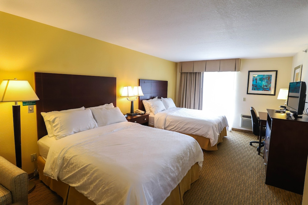 Room, Holiday Inn Express St. Ignace-Lake Front, an IHG Hotel
