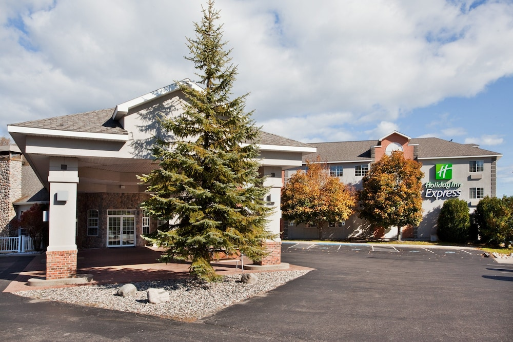 Exterior, Holiday Inn Express St. Ignace-Lake Front, an IHG Hotel