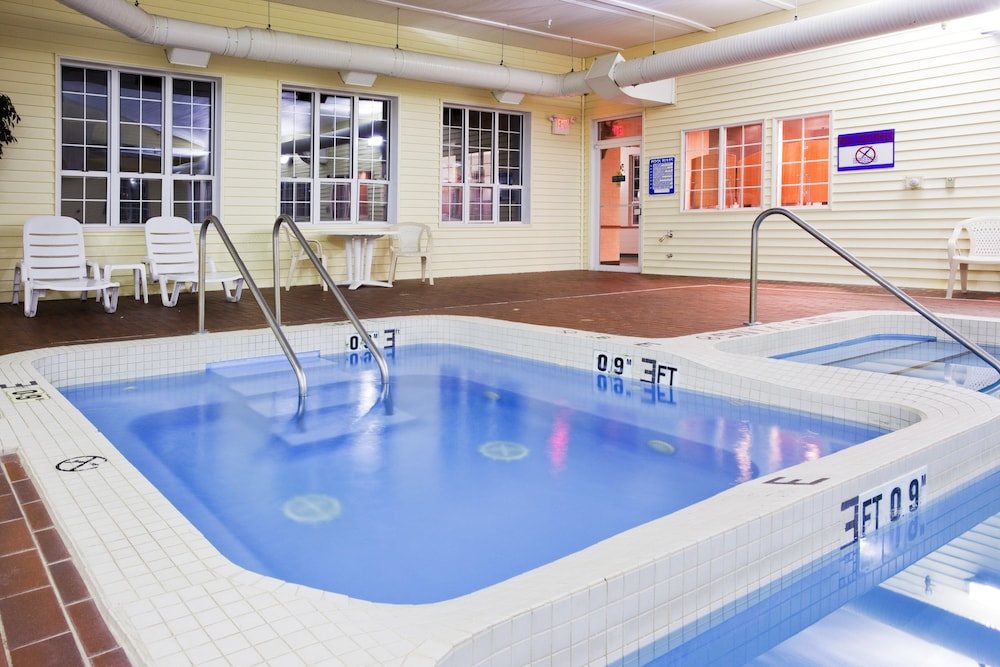 Pool, Holiday Inn Express St. Ignace-Lake Front, an IHG Hotel