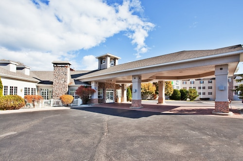 Holiday Inn Express St. Ignace-Lake Front