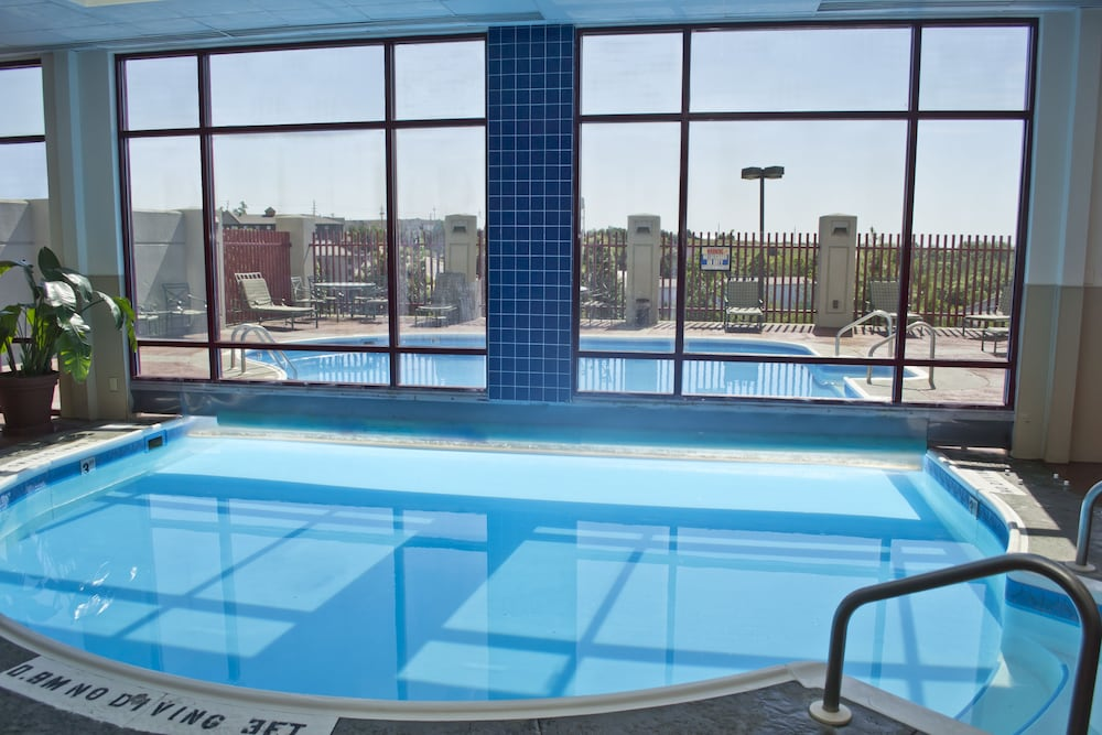 Pool, Radisson Hotel Branson
