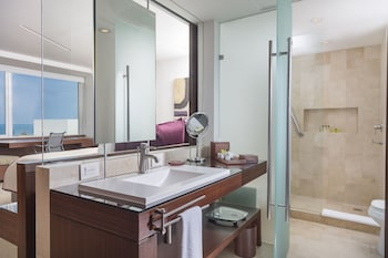 Deluxe Ocean Front - Bathroom