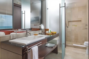 Deluxe Suite, Oceanfront - Bathroom