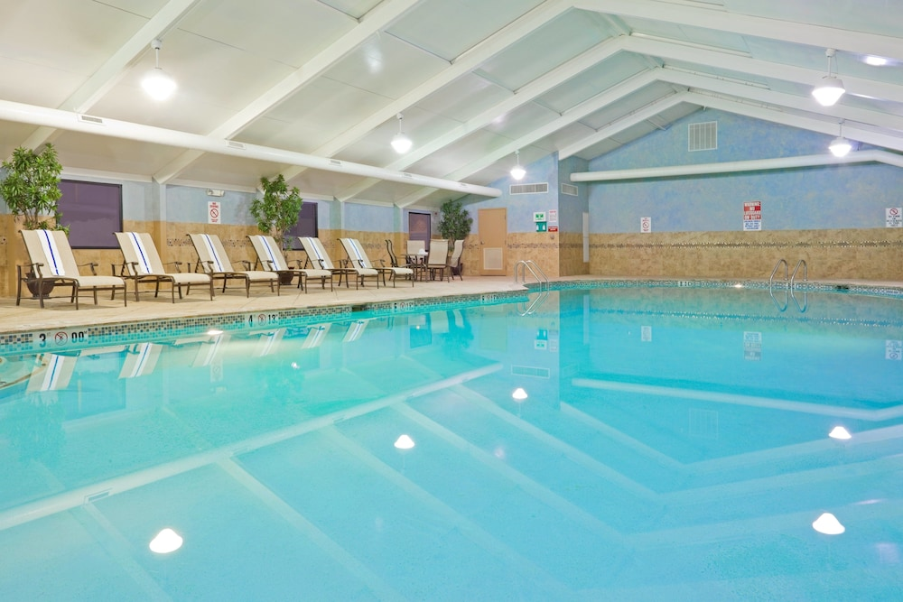 Pool, Holiday Inn South Plainfield-Piscataway, an IHG Hotel