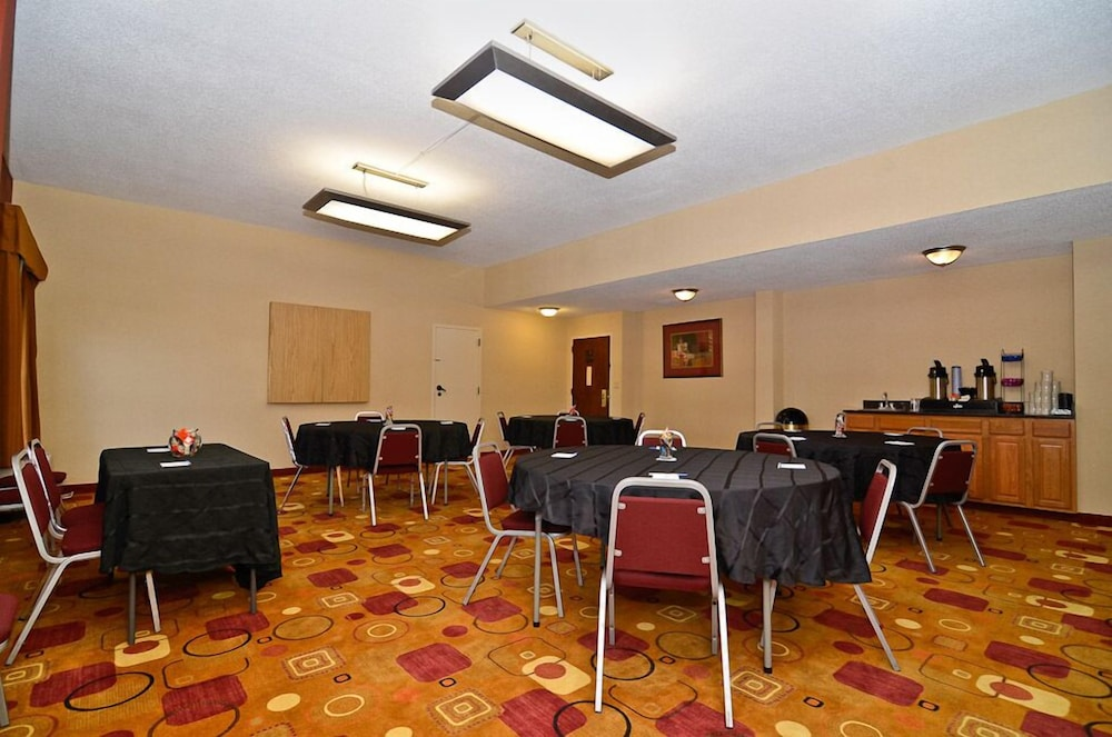 Meeting Facility, Holiday Inn Express Burlington, an IHG Hotel